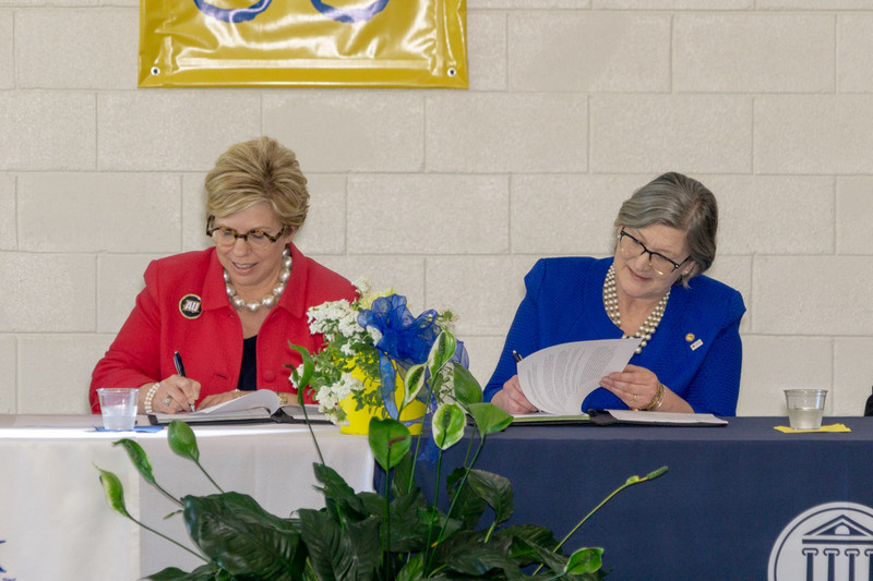 Averett University and Patrick Henry Community College partner in new articulation agreement